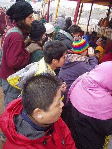 Foreigners trying to get a glance of the Dalai Lama at the 2003 Kalachakra Intitiation, Bodhgaya.