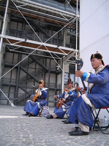 Mongolian throat singers outside the Centre Pompidou.
