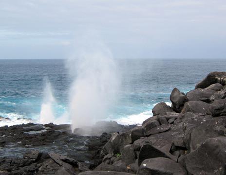 Tidal lava tubes emulating geysers.