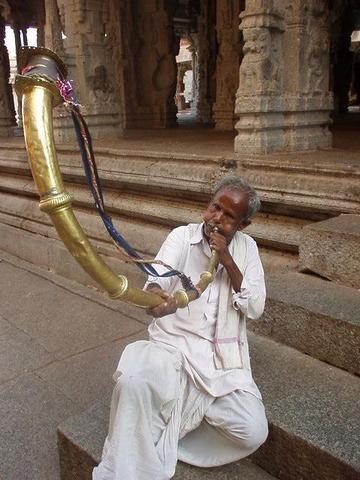 Man blowing his kompu in the Virupaksha temple.
