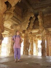 Angélique in the central atrium of the Vittala Temple.