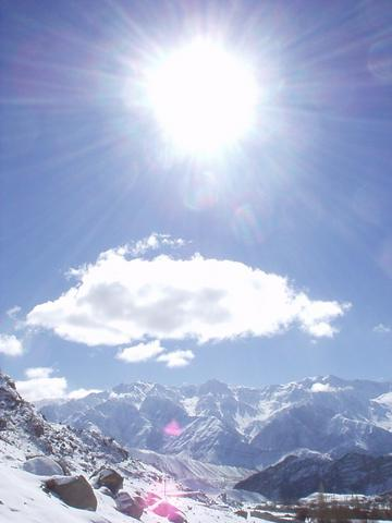 Sun, snow, mountains.