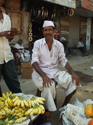 Man selling Bananas in Colaba, Mumbai.