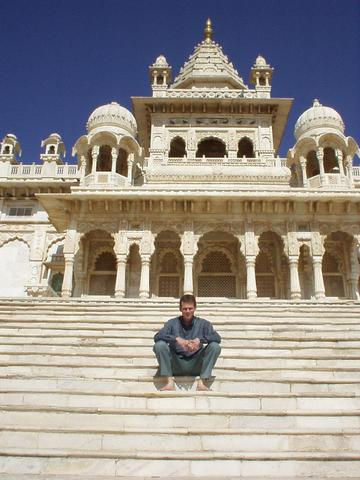 Me, in front of the cenotaph of Maharaja Jaswant Singh II.