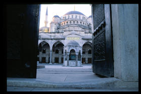 blue_mosque_door_to_courtyard